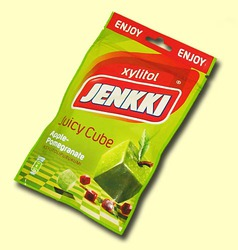 Jenkki Xylitol. Жевательная резинка Juicy Cube яблоко и гранат в виде кубика